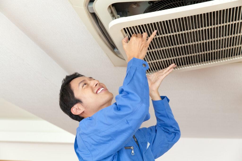 天井埋め込みエアコンをクリーニングする業者