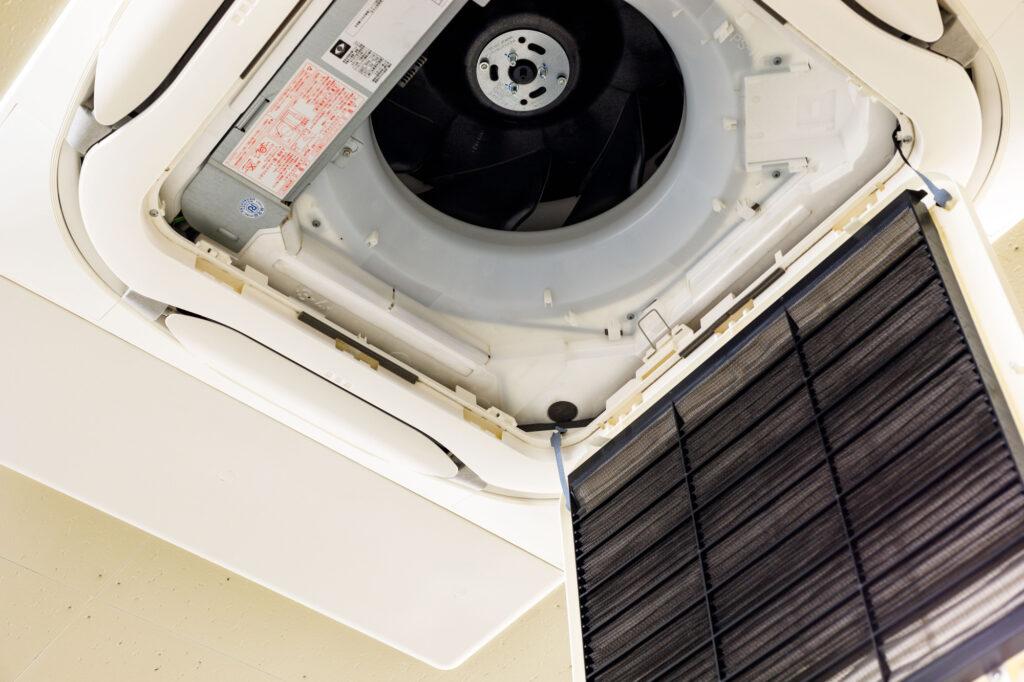 天井埋め込みエアコンのフィルター